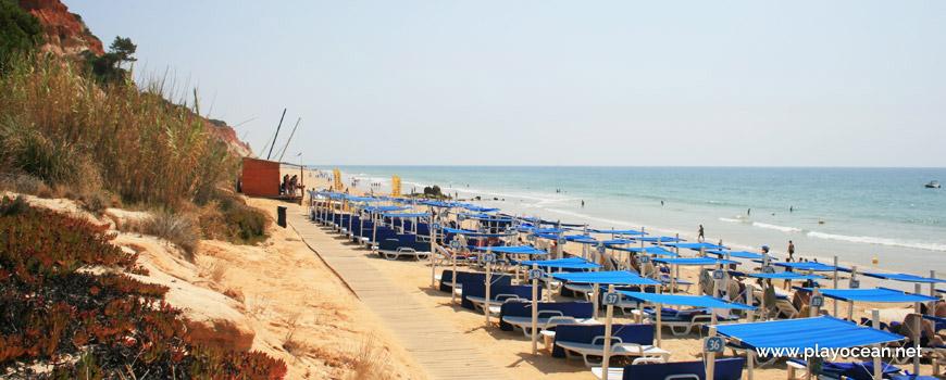 Awnings rental at Praia das Belharucas Beach
