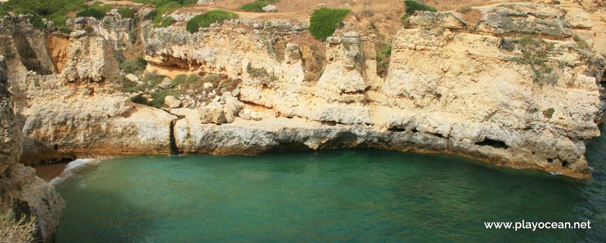 Cascata na Praia do Ninho de Andorinha