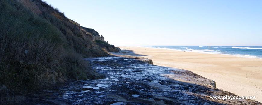 Laje rochosa na Praia de Vale Pardo