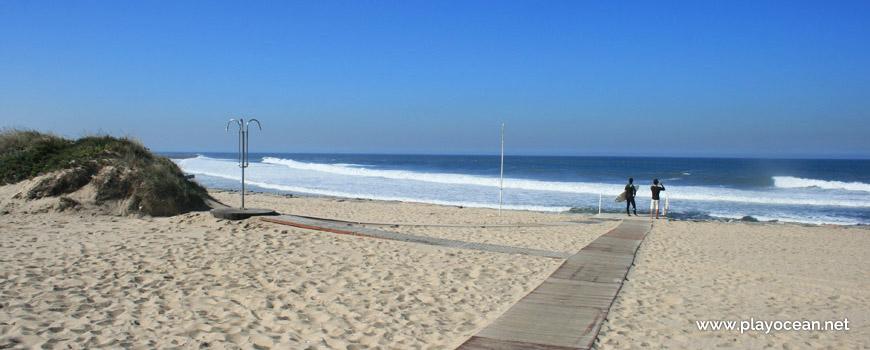 Access to the sand of Praia de Silvalde Beach
