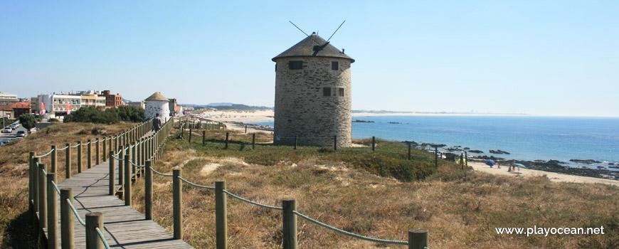 Moinho na Praia de Apúlia (Norte)