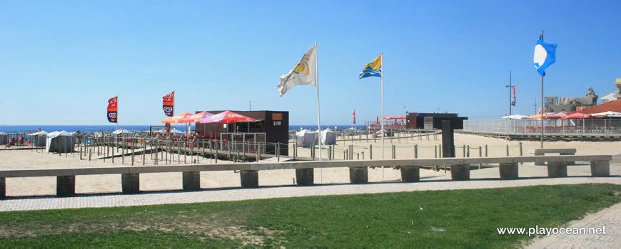 Estandartes da Praia de Apúlia