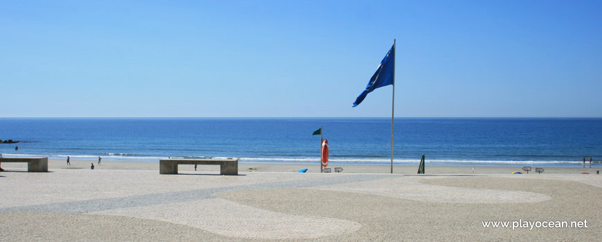 Blue Flag at Praia de Ofir Beach