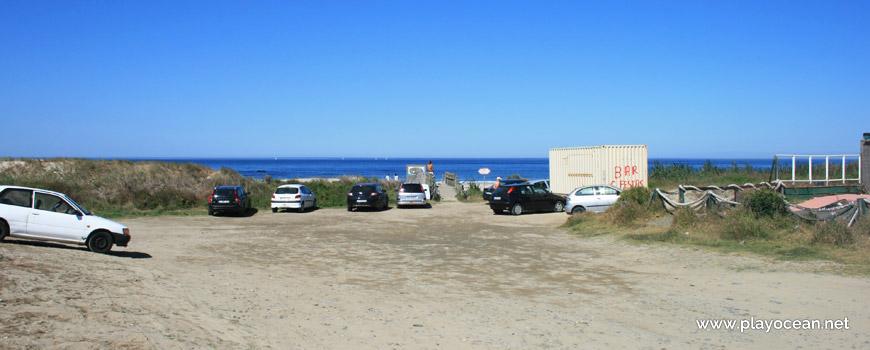 Estacionamento na Praia de Rio de Moinhos