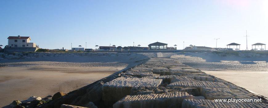 Casas junto à Praia da Cova Gala (Norte)