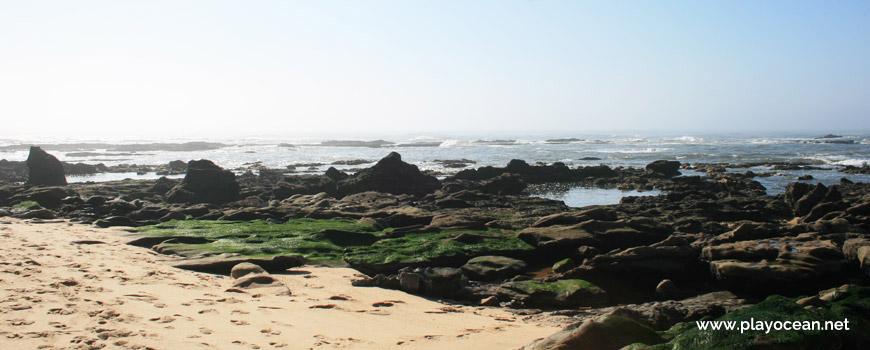 Rochas na Praia da Fonte das Pombas