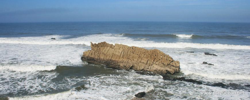 Penedo na Praia da Pedra da Nau