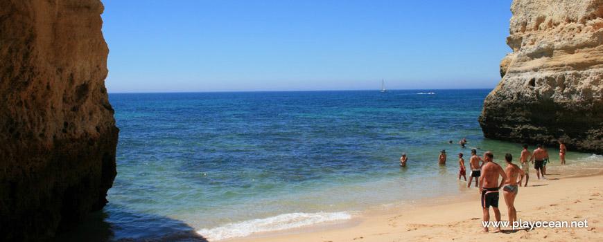 Banhos na Praia do Buraco
