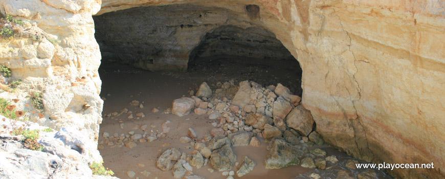 Cave, Praia do Cão Raivoso Beach