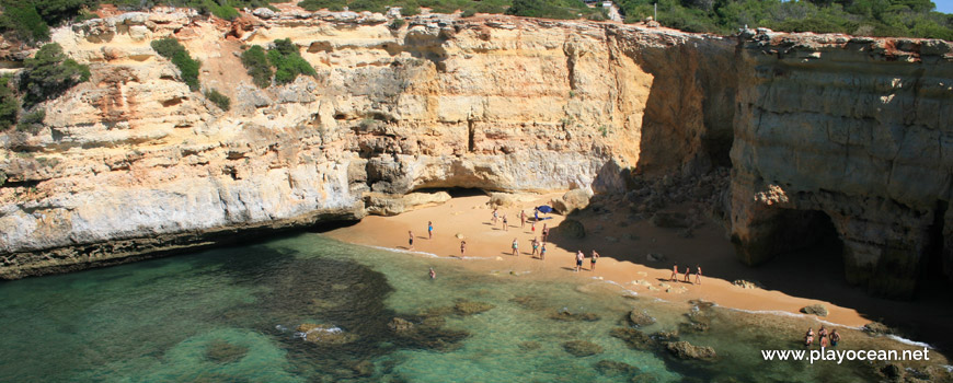 Praia da Estaquinha Beach, east cliff