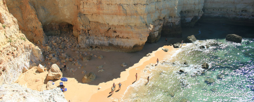Sand, Praia da Estaquinha Beach