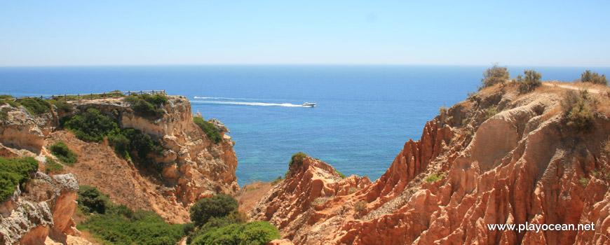 Barco junto à Praia da Mesquita
