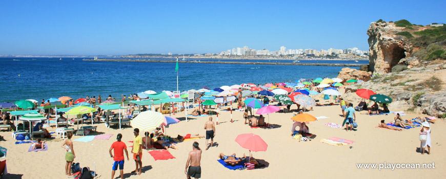 Chapéus de sol na Praia do Pintadinho