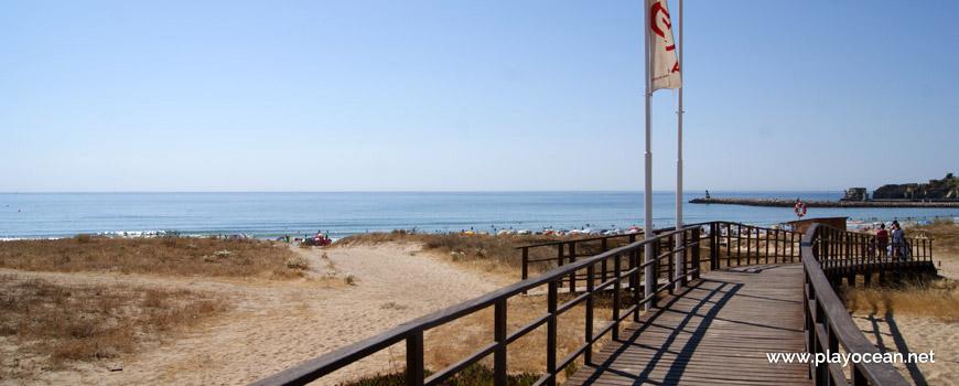 Access to Praia de São Roque Beach