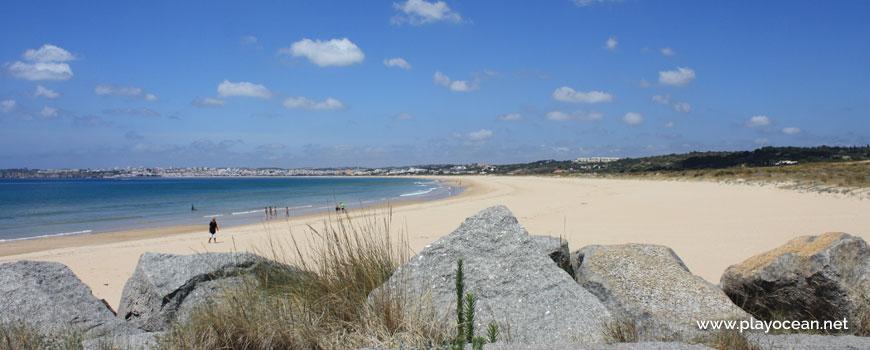 Oeste na Praia do Vale da Lama