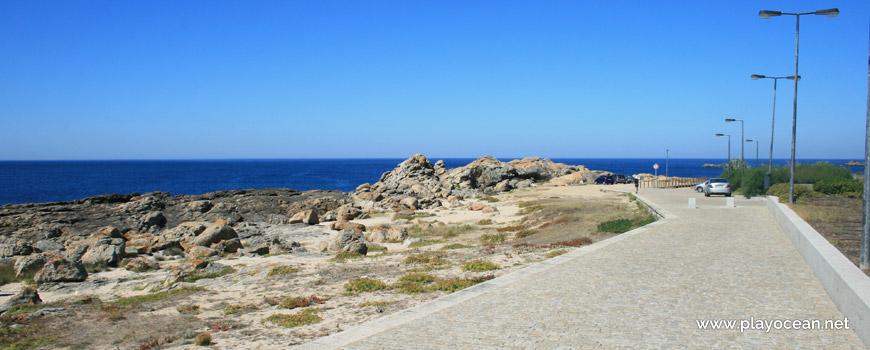 Rochas na Praia do Facho