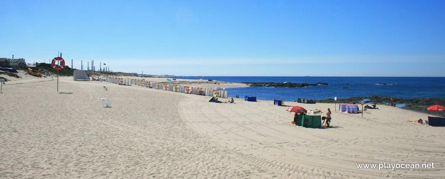 South at Praia do Marreco Beach