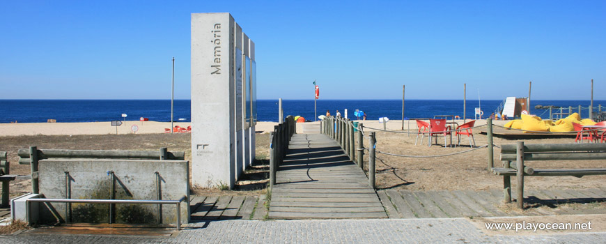 Entrance, Praia da Memória Beach