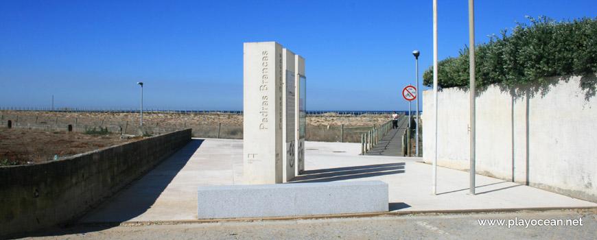 Entrada da Praia das Pedras Brancas