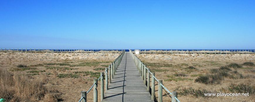 Passadiços na Praia das Pedras Brancas