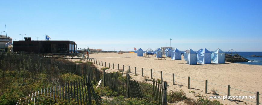 Barracks at Praia da Quebrada Beach