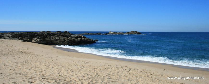 Rochas na Praia da Quebrada