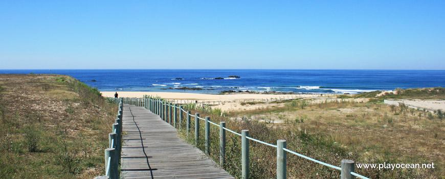 Access to Praia das Salinas Beach
