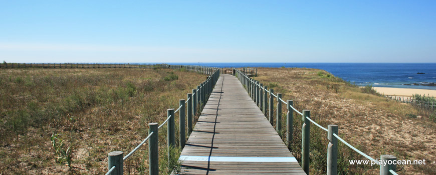 Passadiço na Praia das Salinas