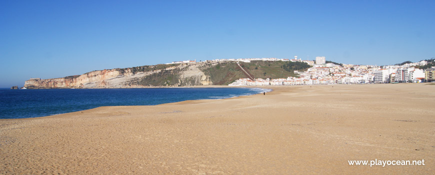 North of Praia da Nazaré Beach
