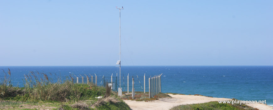 Infrastructure at Praia do Pico da Antena Beach
