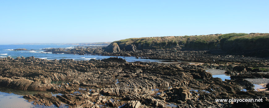 Rochas na praia da Angra do Travesso
