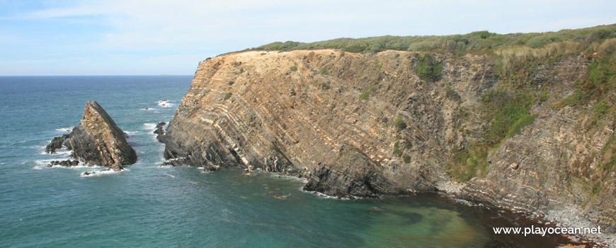 Falésia na Praia da Baía da Arquinha