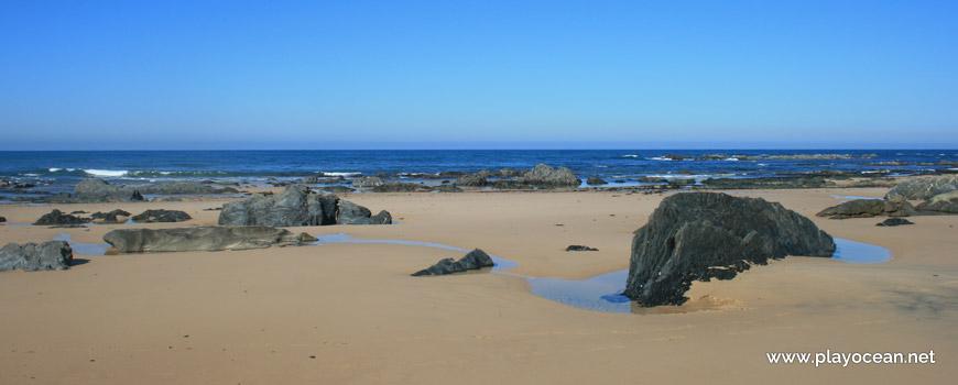Rochas na Praia do Brejo Largo