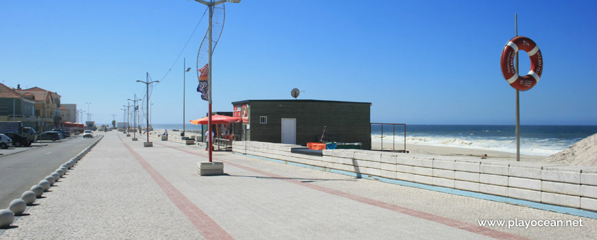 Seaside road at Praia do Furadouro Beach