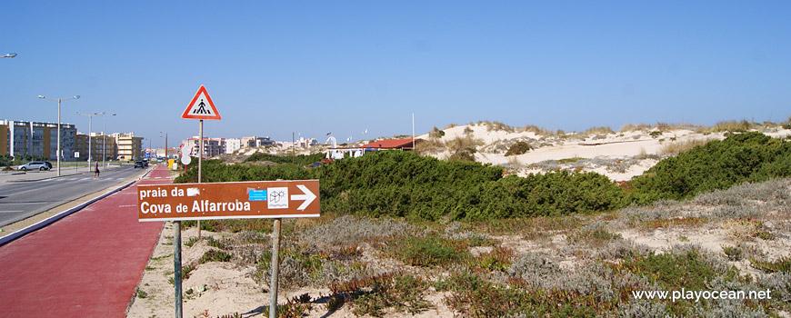 Placa para a Praia da Cova da Alfarroba