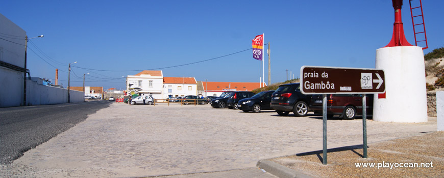 Parking at Praia da Gâmboa Beach