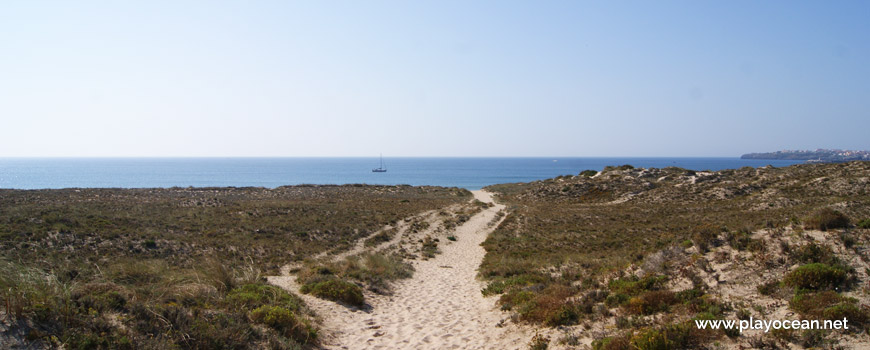 Access to Praia do Medão Grande Beach