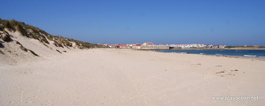 West at Praia de Peniche de Cima Beach