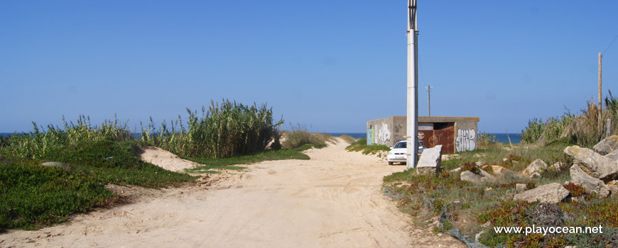 Entrance to Praia de Point Fabril Beach