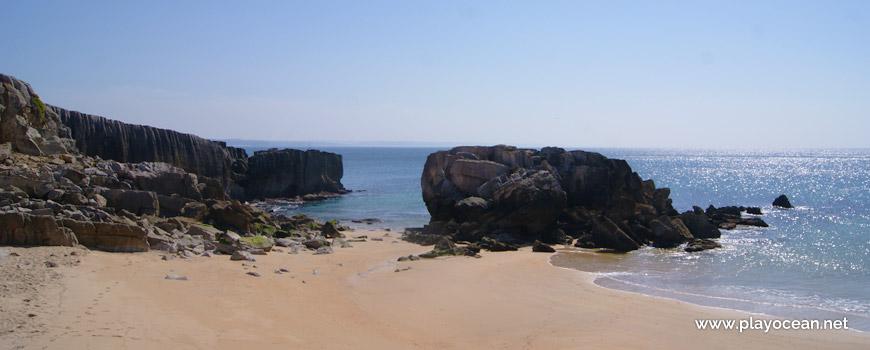 Rochedo na Praia do Portinho da Areia Sul