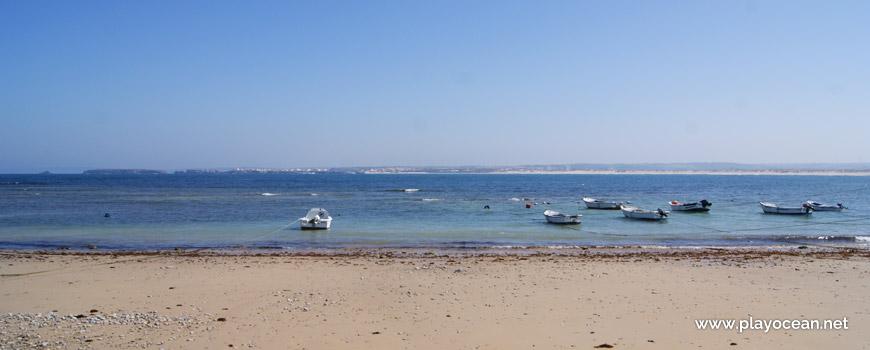 Barcos na Praia do Quebrado