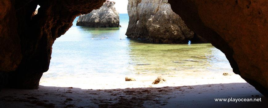 Gruta na Praia de Boião