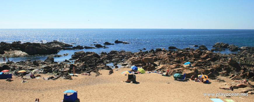 Rochas na Praia do Castelo do Queijo