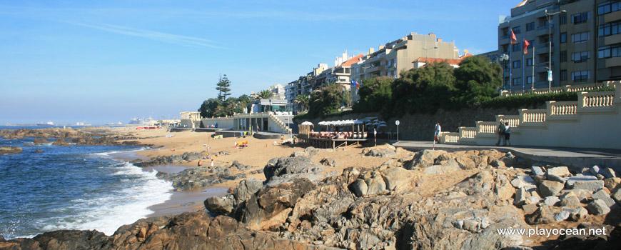 Praia de Gondarém e casas do Porto