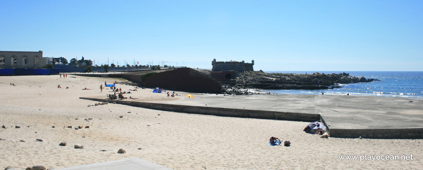 Praia Internacional Beach and Queijo Castle