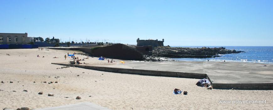 Praia Internacional e Castelo do Queijo