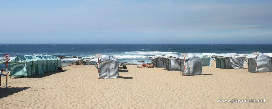 Barracas na Praia Azul