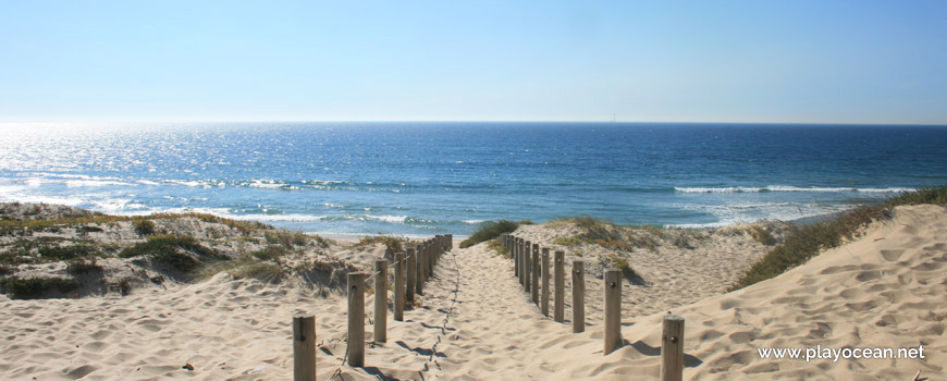 Access to Praia da Barranha Beach
