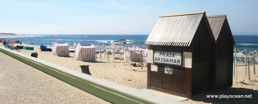 Barracas na Praia de Pontes