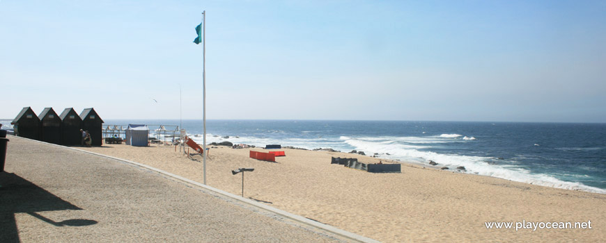 Green flag, Praia Verde Beach